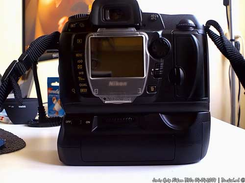 Nikon D70s + Jenis Grip Back View