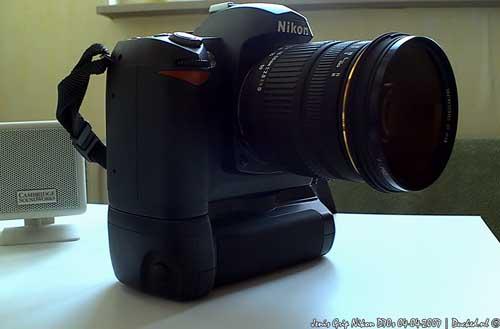 Nikon D70s + Jenis Grip Side View #1